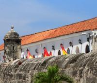 Palacio de la Aduana al interior de las murallas
