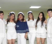 Andrés Felipe Bonilla, Yessica Escobar; la cumplimentada, Gladys de Escobar, Lizbeth Escobar, María Paula Bonilla y Álvaro Andrés Bonilla.
