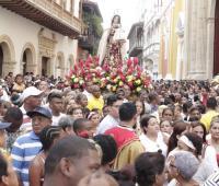 La Virgen saliendo de la Catedral para la procesión