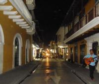 Calle de La Moneda en el Centro. Comerciantes se quejan por falta de iluminación.