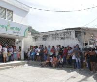 Personas esperando para ser afiliadas a una EPS en el régimen subsidiado en salud.