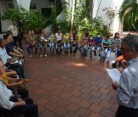 doctor Henry Vergara junto a pacientes de Cartagena