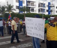 Protesta de usuarios del Hospital Naval
