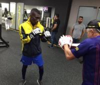 Yuberjen Martínez hizo guantaleta ayer en el gimnasio y se declaró listo para la pelea.