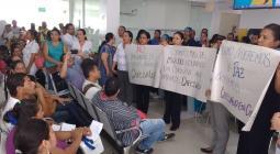 Los trabajadores de Cafesalud Montería protestan por despidos masivos.