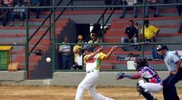 Jamir Iriarte, recio bateador de Bolívar en el Nacional de Sóftbol Masculino.