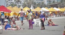 Turistas en playa de Cartagena
