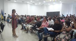 Auditorio lleno de personas