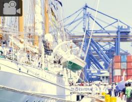 Buque en puerto de Cartagena