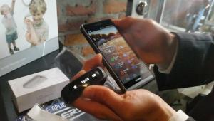Huawei Talkband B1, una banda inteligente multiplataforma.
