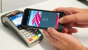 Desde el lunes empezó a funcionar Apple Pay.