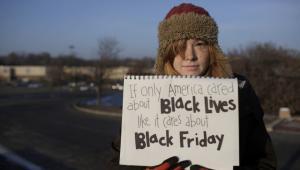 Protestas en Black Friday por caso de racismo en Ferguson.