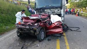 Dos muertos y un herido en accidente en la Troncal de Occidente, en San Jacinto. Emiro Del Valle y su esposa Lía Rivero murieron.