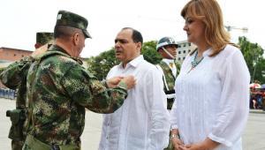 Entrega del reconocimiento al Gobernador y Secretaria del Interior del Atlántico.