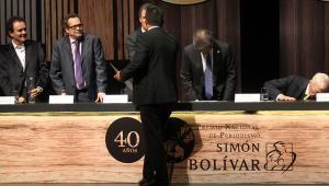 Ganador premio Simón Bolívar.