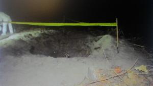 En una de las dos fosas encontradas en la finca, investigadores de la Fiscalía General de la Nación hallaron dos cadáveres en estado de descomposición. Tenía signos de tortura y heridas causadas con armas blancas cortocontundentes. La Fiscalía indicó que son los cuerpos de Jaime Betts y Alfonso Ortiz.