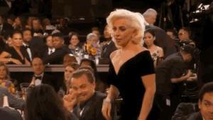 Lady Gaga y su prometido Taylor Kinney en los Globo de Oro.