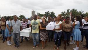 Sepelio de dos hermanos, de 3 y 10 años, asesinados por su padre en el barrio Líbano, en Cartagena.
