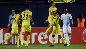 Jugadores del Villarreal celebran uno de los goles del partido.