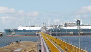Inauguración de la primera terminal de importación de gas natural licuado.