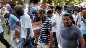 A los hermanos Julio y Eugenio Arellano los enterraron ayer en la tarde, en Arenal. Fueron alcanzados por un rayo.
