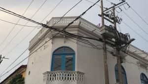 Esteban Chávez Barrera se electrocutó en la azotea de una casa de dos pisos, en el Centro Histórico de Cartagena.