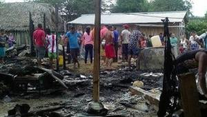 Incendio en Tiquisio, sur de Bolívar. Siete casas quemadas y 40 personas afectadas.