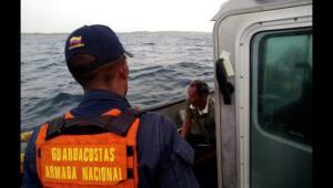 Rescate de náufrago en Islas del Rosario tras hundimiento de lancha en el que se ahogaron un colombiano y un venezolano.