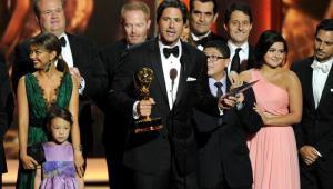 El elenco de Modern Family celebrando el galardón como mejor 'Serie de comedia'.
