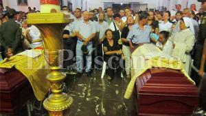 Miles de feligreses lamentaron y lloraron la partida de los padres Bernardo Echeverry y Héctor Cabrera, tras ser asesinados por dos delincuentes. Los sacerdotes pertenecían a la iglesia de San Sebastián, en Roldanillo, norte del Valle del Cauca.