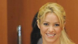 La cantante colombiana Shakira alas bid