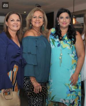 Alba Schiffino, Adriana Jaramillo, la cumplimentada, Vicky Montenegro; Jacqueline Muñoz y Sonia Galofre.