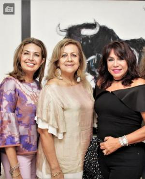 Martha Zúñiga, Margarita De Los Ríos, Vicky Montenegro; la cumplimentada, Mayra Rodríguez; y Katya Tamayo./