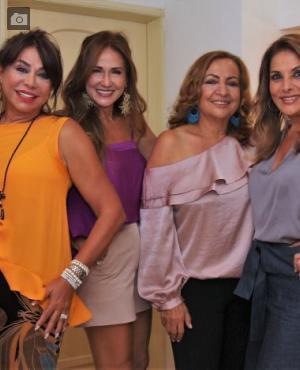 Mayra Rodríguez; la cumplimentada, Mary Rodríguez; Martha Numa y Adriana Montoya./