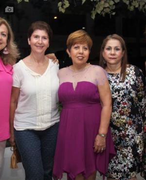 Vicky Montenegro, Estela de Restrepo, la cumplimentada, Judith Alvear; Magali De La Vega y Corina Hernández.