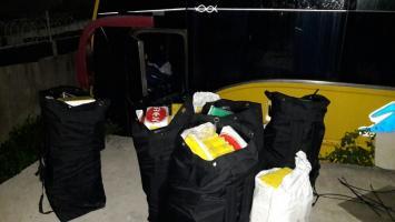 Buseta en la que la Policía halló droga del Clan del Golfo, en El Bosque.