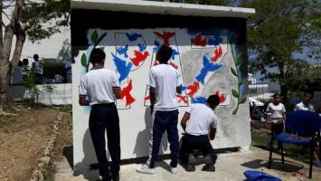 Mural de paz en la Ciudad Escolar Comfenalco