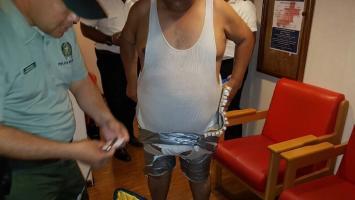 Armando José Espinosa Oporta fue sorprendido con una carga de cocaína. La droga la llevaba en una faja que tenía adherida a su cuerpo.