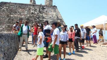 Visitantes al Castillo de San Felipe de Barajas.