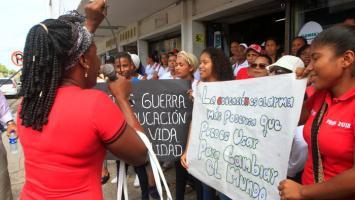 Protesta de comunidad educativa del Buen Aire de Pasacaballos