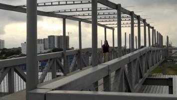 Puente peatonal Patio Portal.