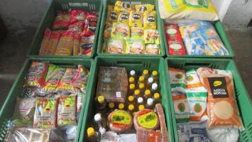 Alimentos no perecederos para donación.