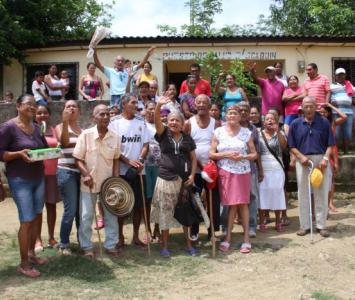 Habitantes de San Joaquín, Mahates, protestan porque no tienen ambulancia y el centro de salud está destruido.
