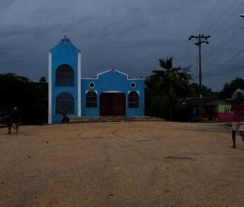 Plaza principal e iglesia de Zipacoa, Bolívar.