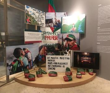 Montaje de la exposición Endulzar la palabra, memorias indígenas para pervivir.