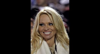 14 meses duró el matrimonio de Pamela Anderson y Rick Salomon. Se divorciaron en febrero.