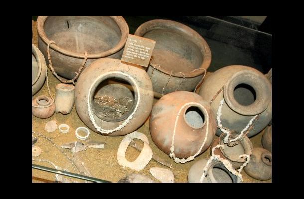Las piezas arqueológicas datan de 4.000 a. De C. constituyéndose en las piezas de cerámica más antiguas de América.