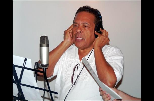 El Maestro Francisco Zumaqué grabando el Himno de Sahagún.