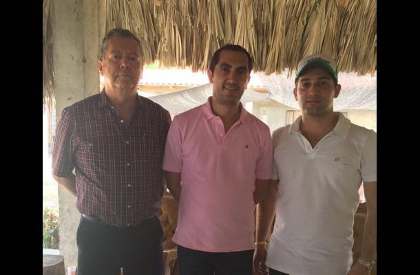 El rector de la Universidad de Cartagena, Édgar Parra, el representante David Barguil y el alcalde Salim Chagui.