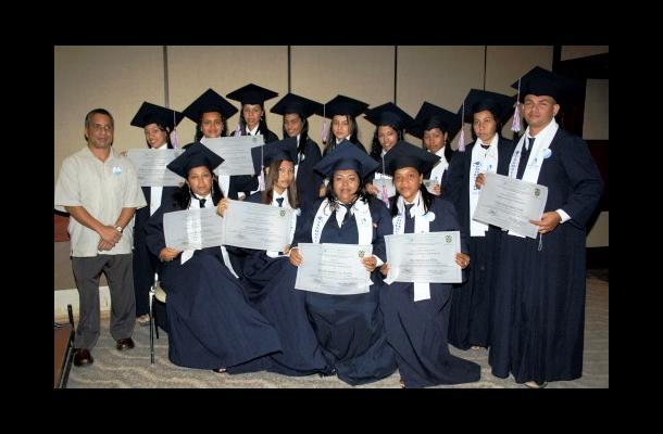 Grados del Instituto Elyon Yireh